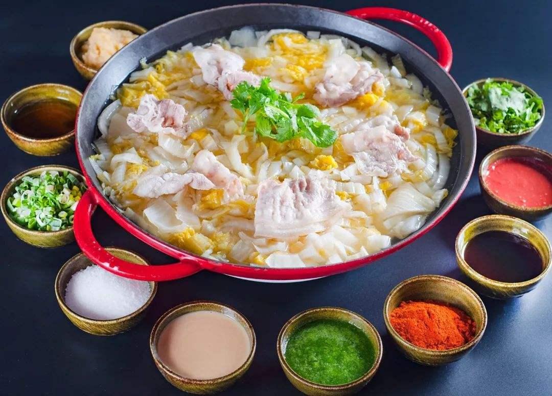 酸菜火锅怎么做_酸菜火锅底料的做法东北  第2张