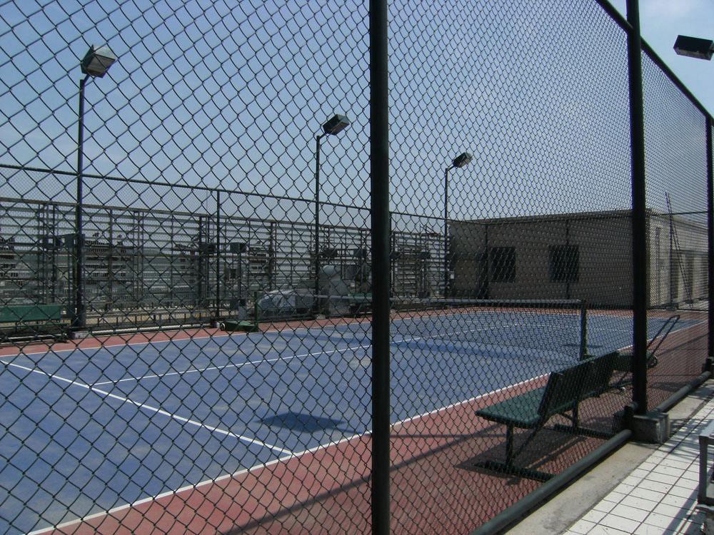 寒冷季节怎么安装体育场围网(图1)
