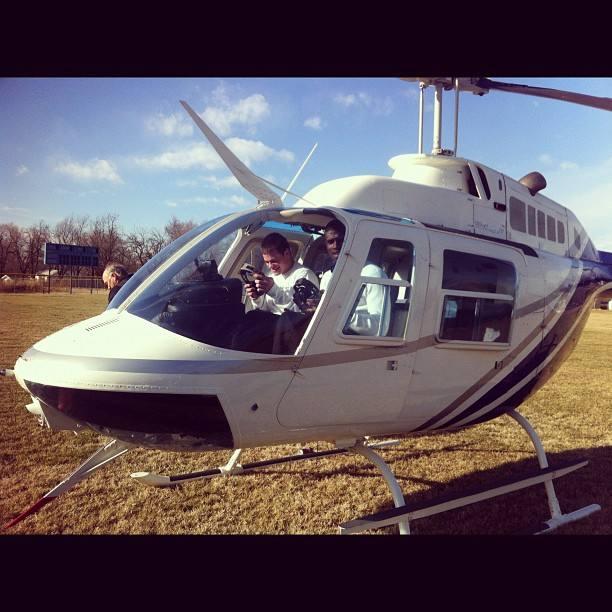 dorial gr<strong>ee<\/strong>n-beckham meets a helicopter coach» style=»max-width:450px;float:left;padding:10px 10px 10px 0px;border:0px;»>pensez à utiliser un hélicoptère comme moyen  <a href=