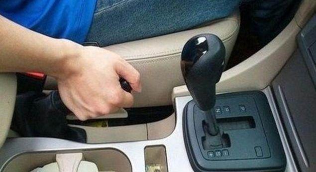 自动挡车辆下坡行驶时应如何操作?你真的会开车吗?(图2)