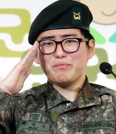 韩国军人出国变性后被强制退伍 意外死于家中