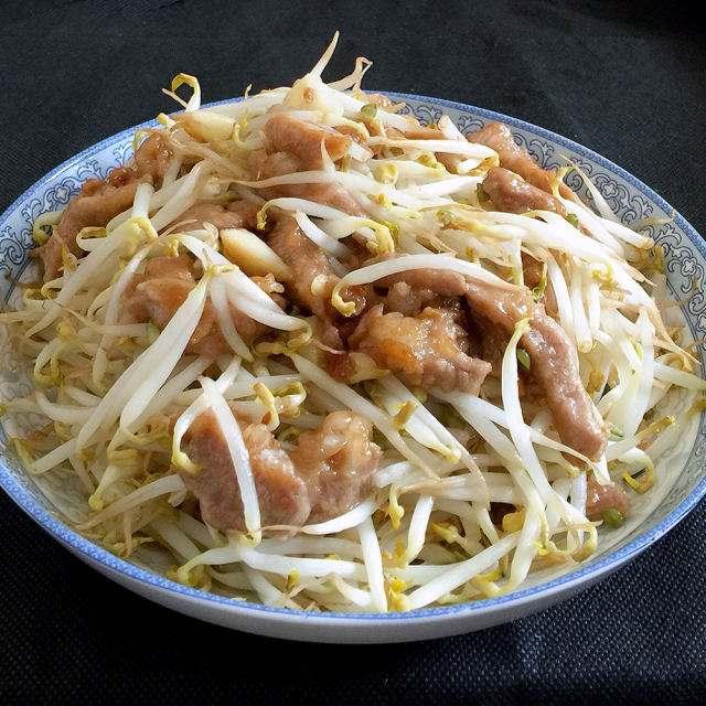 黄豆芽炒肉_豆芽炒肉的家常做法  第2张
