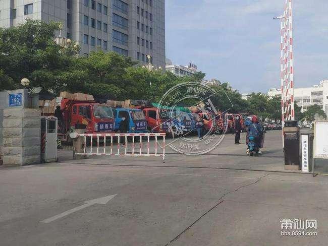 几十吨莆田阿冒鞋今天被拉去焚烧!装满十几台大货车