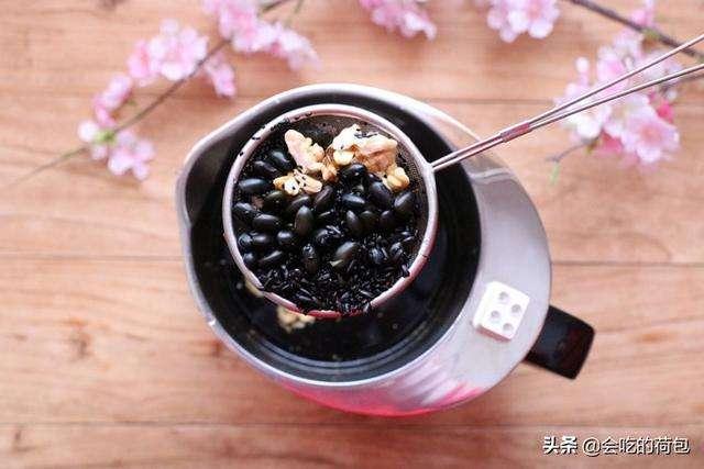 黑豆豆浆_女人每天吃黑豆的好处  第1张