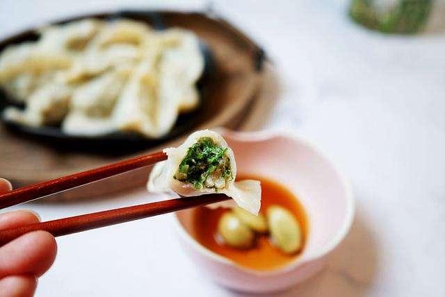 乳腺癌患者不宜吃的食物有哪些  乳腺癌患者可以吃韭菜饺子吗