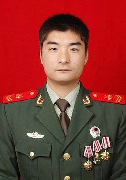 汪世鹏,1998年12月入伍,中共党员,三级士官,现任天水市公安消防