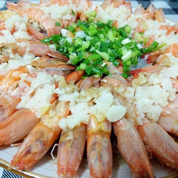 蒜蓉蒸虾_炖五花肉的家常做法  第1张