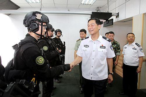 厅长胡明朗到省厅警卫局,边防总队和消防总队,看望慰问公安现役官兵