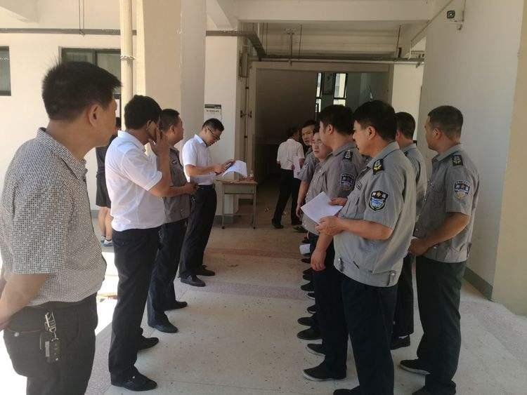 消防部门等有关单位保持良好关系.随时安排商管员的调班工作.