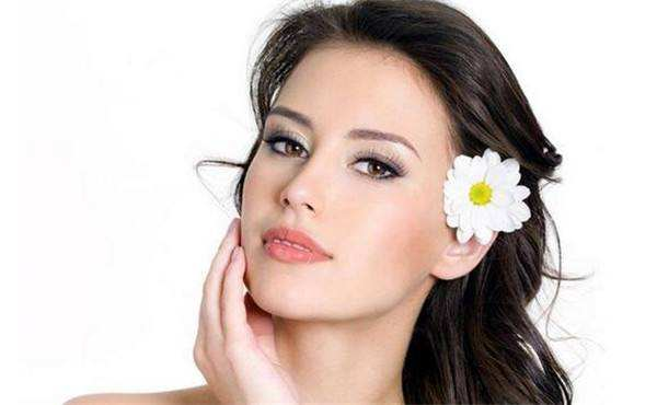 7 women\'s secrets for <strong>beautiful<\/strong> and smooth skin» style=»max-width:440px;float:left;padding:10px 10px 10px 0px;border:0px;»>The best new ideas for skin care frequently involve natural botanical ingredients. Avoiding preservatives and harsh soaps based on synthetic ingredients is important to the most cutting edge skin cleansing routine. Come across ingredients which can be good enough to eat food. By that I mean substances that will end toxic when absorbed for a bloodstream. Everything you put onto the skin will eventually migrate for other internal organs. Keep this always in mind as you choose your new skin cleansing products.</p> </p> <p>Cleansing — Proper cleansing removes dirt, extra oils and other contaminants that could damage skin color. Using a good cleansing lotion or cream, spot encounter and neck, then massage the lotion or cream into your skin with gentle upward cerebrovascular events. Pat your face <a href=