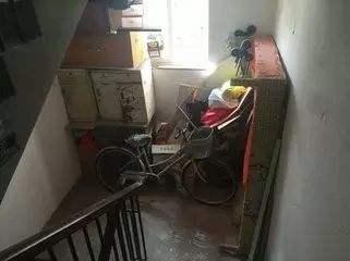楼道堆放杂物危害