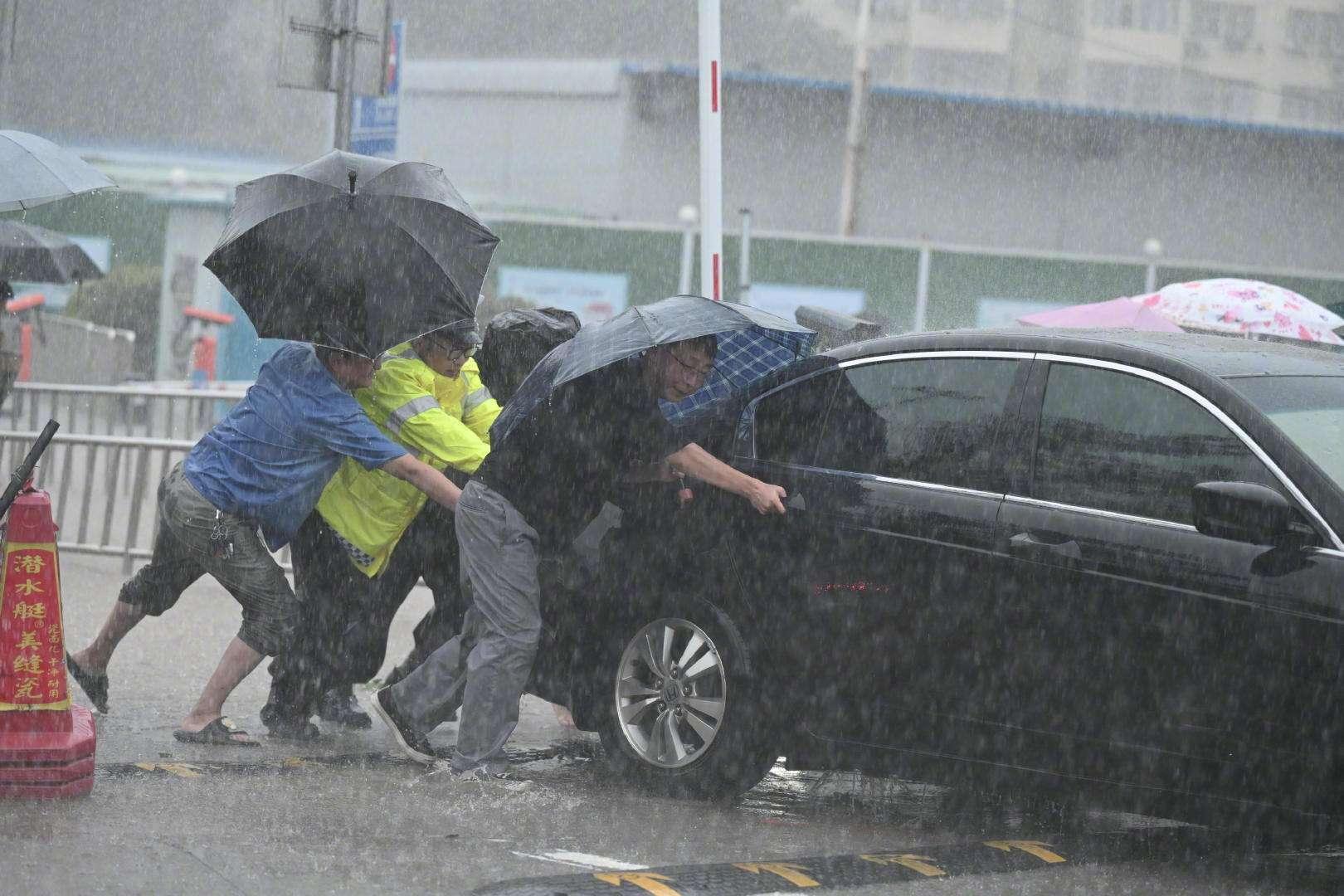 河南暴雨 紧急救援中